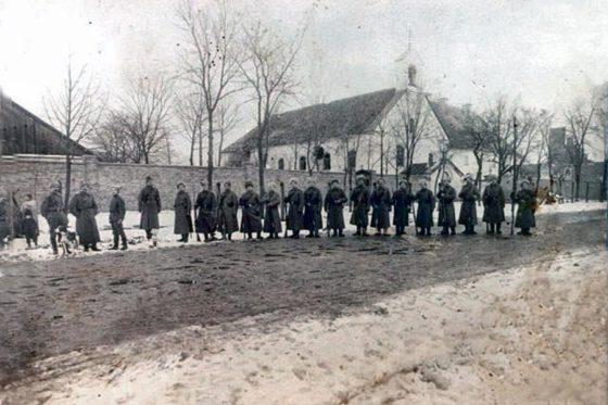 Wojsko rosyjskie przedprzasnyskim klasztorem, 1914r.